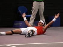 Un moment spécial pour Nadal, qui remporte à l'automne 2005 le Masters 1000 de Madrid, alors disputé en indoor. Un évènement. Pourquoi? Parce que, à ce jour, cela reste l'unique tournoi remporté en salle par le Majorquin. C'est son 11e titre de la saison 2005, la plus prolifique de sa carrière.