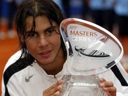 C'est en ce printemps 2005 que Nadal s'impose comme le roi incontesté de la terre battue. A Monte-Carlo, il domine Richard Gasquet au terme d'une superbe demi-finale, puis s'offre Guillermo Coria pour remporter son premier Masters 1000. Dans la foulée, il gagne à Barcelone et Rome.