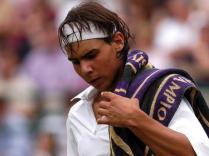 2003. Première participation à un tournoi du Grand Chelem. Rafael Nadal fait ses premiers pas à Wimbledon. Il vient tout juste de fêter ses 17 ans et franchit les deux premiers tours avant de s'incliner face à Paradorn Srichaphan.