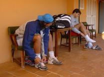 En pleine préparation à Manacor, avec son ami et agent, depuis 2001, l'ancien joueur Carlos Costa, 10e mondial en 1992.
