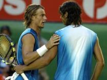 2005. Nadal attaque l'année 2005 à la 51e place mondiale. Il la termine... à la deuxième. C'est la saison de son explosion au plus haut niveau. A l'Open d'Australie, il atteint les huitièmes de finale, où il s'incline en cinq sets face à Lleyton Hewitt, futur finaliste.