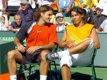 2005. Un an après sa victoire contre Federer, il retrouve le Suisse à Miami. Mais en finale cette fois. La première entre les deux hommes. Rafa mène deux sets à rien puis réussit le break mais Federer, à l'expérience, s'en sort en cinq manches. Le coup est passé près...