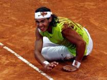 Un des plus grands matches jamais joués par Nadal et Federer. Lors de la finale du Masters 1000 de Rome, les deux joueurs se surpassent. Spectacle somptueux. Federer obtient deux balles de match mais s'incline à nouveau, 7-6 au 5e set, après cinq heures de jeu.