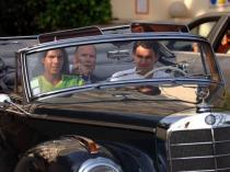 Rafael Nadal et Roger Federer en promenade dans les rues de la Principauté, avant d'en découdre à Monte-Carlo. Le Suisse est au volant mais, sur le court, c'est bien l'Espagnol qui fait la loi. Il domine Federer en finale: 6-2, 6-7, 6-3, 7-6. Leur rivalité devient incontournable.