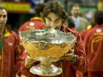 C'est à travers la Coupe Davis que le joueur des Baléares trouve du réconfort en cette fin d'année 2009. Intraitable, il balaie Tomáš Berdych (7-5, 6-0, 6-2) et Jan Hájek (6-3, 6-4). L'Espagne l'emporte 5-0 face aux Tchèques.