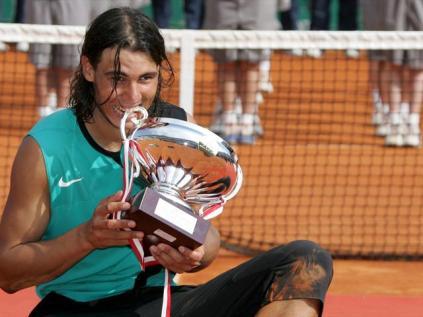 A Monte-Carlo, il garde ses bonnes habitudes: troisième sacre consécutif, avec un nouveau succès sur Federer en finale. Il n'a alors plus perdu depuis deux ans sur terre. Sa fabuleuse série de 81 victoires prend fin peu après lorsqu'il s'incline en finale à Hambourg face à ce même Federer.