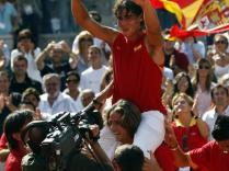 Après avoir atteint pour la première fois les demi-finales à l'US Open, Nadal repart au combat en Coupe Davis. Vainqueur de Querrey et Roddick, il contribue largement à la victoire espagnole face aux Etats-Unis. Mais, blessé, il ne disputera ni la finale ni le Masters.