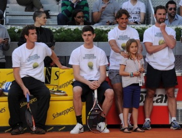 Iker Casillas, Thibaut Courtois, Andy Murray, Rafael Nadal & more play tennis together for charity [Videos]