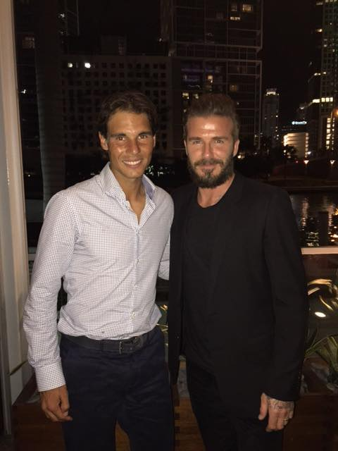 ¿Cuánto mide Rafa Nadal? - Real height Rafael-nadal-poses-with-david-beckham-in-miami-2015