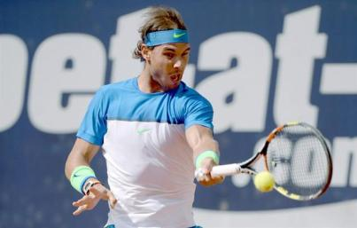 Rafael Nadal in action during the semi-final match against Andreas Seppi of Italy at the ATP Tennis Tournament in Hamburg, Germany, 1 August 2015. (Tenis, Alemania, Italia, Hamburgo) EFE/EPA/Daniel Reinhardt