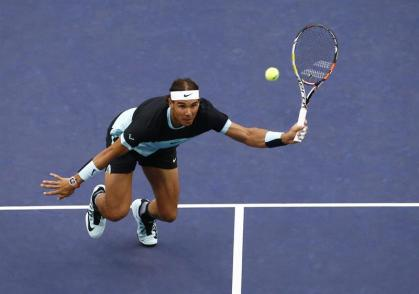 Rafael Nadal of Spain returns to Jo-Wilfried Tsonga of France during their semi-final match in the Shanghai Tennis Masters at the Qi Zhong Tennis Center in Shanghai, China, 17 October 2015. (España, Tenis, Francia) EFE/EPA/ROLEX DELA PENA