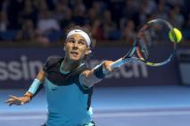 El tenista español Rafael Nadal devuelve la bola al checo Lukas Rosol durante el partido de primera ronda del torneo de Basilea disputado en Suiza, hoy 26 de octubre de 2015. EFE/Georgios Kefalas