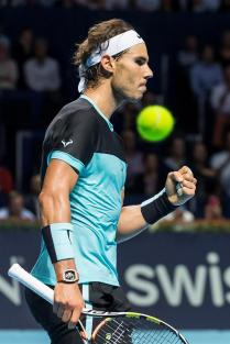 Spain's Rafael Nadal in action against Croatia's Marin Cilic during their quarter final match at the Swiss Indoors tennis tournament at the St. Jakobshalle in Basel, Switzerland, 30 October 2015. (Tenis, Suiza, Basilea) EFE/EPA/ALEXANDRA WEY