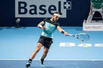 El tenista español Rafael Nadal devuelve una bola al croata Marin Cilic durante el partido de cuartos de final del torneo de Basilea que ambos disputaron en Basilea, Suiza, hoy 30 de octubre de 2015. EFE/Alexandra Wey