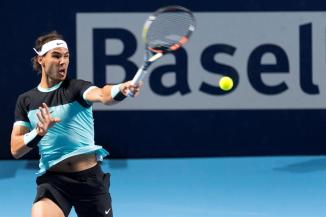 Spain's Rafael Nadal returns to France's Richard Gasquet during their semifinal match at the Swiss Indoors tennis tournament at the St. Jakobshalle in Basel, Switzerland, 31 October 2015. (Tenis, Suiza, Basilea) EFE/EPA/GEORGIOS KEFALAS