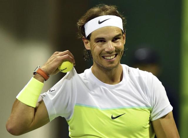 El tenista español Rafael Nadal durante el partido ante el holandés Robin Haase de la segunda ronda del torneo de tenis de Doha, Catar hoy 6 de enero de 2016. EFE/Stringer