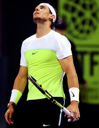 El tenista español Rafael Nadal durante su partido de cuartos de final del torneo de tenis de Doha contra el ruso Andrey Kuznetsov en el Khalifa Tennis Complex, Catar, hoy 7 de enero 2016. EFE