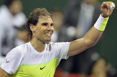 El tenista español Rafael Nadal celebra su victoria ante su compatriota Pablo Carreño Busta en el partido de primera ronda del torneo de Doha, Qatar, hoy 5 de enero de 2016. EFE/Str