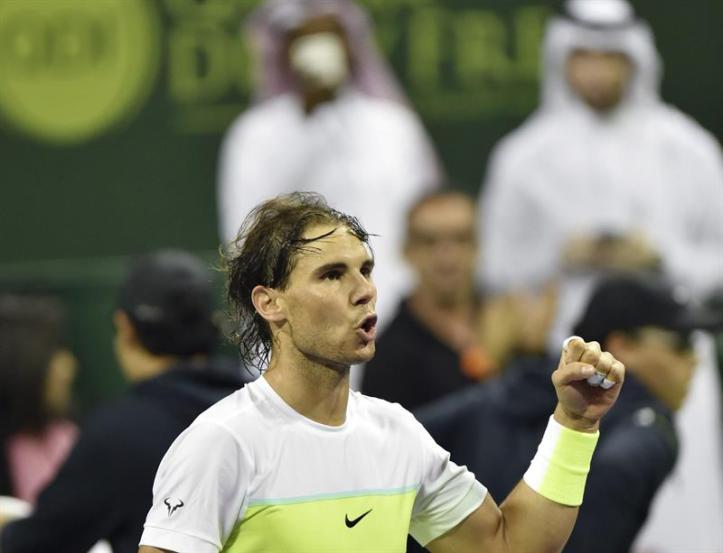 El tenista español Rafael Nadal celebra su victoria ante el ucraniano Illya Marchenko por 6-3 y 6-4 en la semifinal del torneo de tenis de Doha, Catar hoy 8 de enero de 2016. Nadal se enfrentará al ganador de la otra semifinal entre el serbio Novak Djokovic y el checo Tomas Berdych. EFE