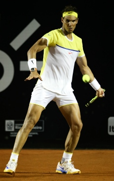 RIO DE JANEIRO, BRAZIL - FEBRUARY 18: Rafael Nadal of Spain returns a shot to Nicolas Almagro of Spain during the Rio Open at Jockey Club Brasileiro on February 18, 2016 in Rio de Janeiro, Brazil. (Photo by Buda Mendes/Getty Images)