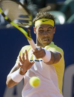 Rafael Nadal of Spain returns the ball to Paolo Lorenzi of Italy during an ATP Argentina Open tennis match in Buenos Aires, Argentina., Friday, Feb. 12, 2016. (AP Photo/Ivan Fernandez)