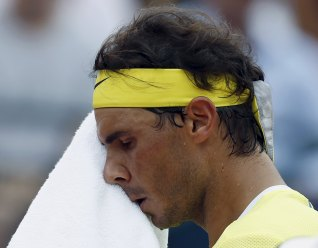 Spain's Rafael Nadal wipes sweat off his face during his semi-final tennis match against Austria's Dominic Thiem at the ATP Argentina Open in Buenos Aires, February 13, 2016. REUTERS/Marcos Brindicci