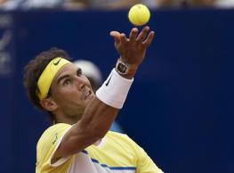 Rafael Nadal of Spain serves to Dominic Thiem of Austria during the ATP Argentina Open tennis match in Buenos Aires, Argentina, Saturday, Feb. 13, 2016. (AP Photo/Ivan Fernandez)