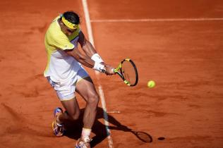 Rafael Nadal on the court during a semifinal match against Dominic Thiem at Argentina Open 2016 (7)