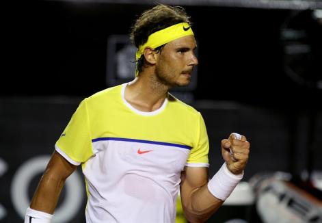El tenista español Rafael Nadal celebra un punto ante el uruguayo Pablo Cuevas hoy, sábado 20 de febrero de 2016, durante un partido de las semifinales del Torneo Río Open 2016 de tenis en Río de Janeiro (Brasil). EFE/Fernando Maia