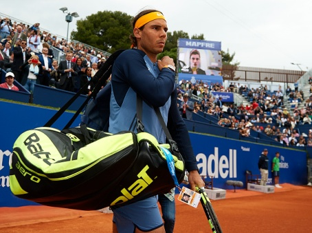 BARCELONA, SPAIN - APRIL 22: Rafael Nadal of Spain arrives on court before his match against Fabio Fognini of Italy during day five of the Barcelona Open Banc Sabadell at the Real Club de Tenis Barcelona on April 22, 2016 in Barcelona, Spain. (Photo by Manuel Queimadelos Alonso/Getty Images)