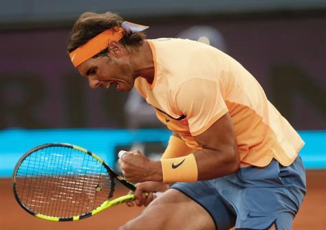 El español Rafa Nadal durante su partido frente al estadounidense San Querrey, correspondiente a la tercera ronda del torneo de tenis de Madrid que se disputa en la Caja Mágica. EFE/JuanJo Martín