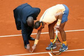 El tenista español Rafa Nadal (d) durante el partido de semifinales contra el británico Andy Murray del torneo de tenis de Madrid que se disputa en la Caja Mágica. EFE/Juanjo Martín