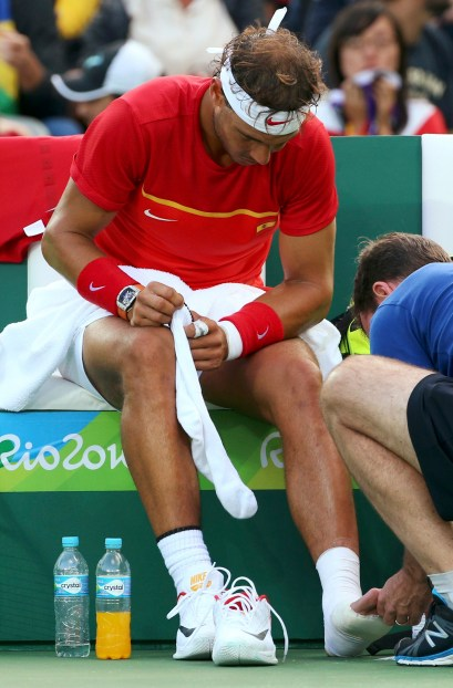 2016 Rio Olympics - Tennis - Quarterfinal - Men's Singles Quarterfinals - Olympic Tennis Centre - Rio de Janeiro, Brazil - 12/08/2016. Rafael Nadal (ESP) of Spain receives medical attention during his match against Thomaz Bellucci (BRA) of Brazil. REUTERS/Kevin Lamarque FOR EDITORIAL USE ONLY. NOT FOR SALE FOR MARKETING OR ADVERTISING CAMPAIGNS.