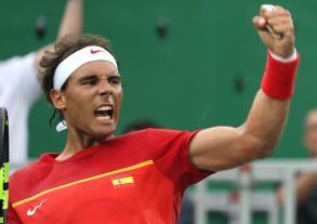 El tenista español Rafael Nadal en acción contra el jugador de Argentina, Federico Delbonis hoy, domingo 7 de agosto de 2016, en el marco de los Juegos Olímpicos Río 2016 en Río de Janeiro (Brasil). EFE/FERNANDO MAIA