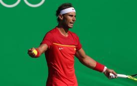 El tenista español Rafael Nadal ante el japonés Kei Nishikori durante un partido de la competencia de tenis de los Juegos Olímpicos Río 2016 por la medalla de bronce hoy, 14 de agosto de 2016, en el Centro Olímpico de Tenis en Río de Janeiro. EFE/LEONARDO MUÑOZ