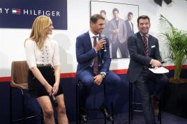 El tenista Rafa Nadal, junto a la actriz Marta Hazas y el actor y presentador Arturo Valls (d), durante la presentación hoy de la campaña de Otoño 2016 de Tommy Hilfiger de la que es embajador. EFE/Javier Liaño
