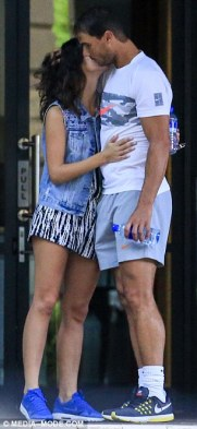 rafael-nadal-and-his-girlfriend-maria-francisca-perello-lovely-moment-in-melbourne-2017-1