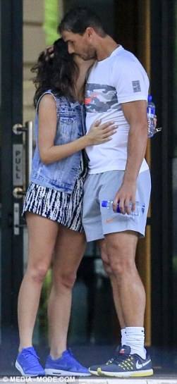 rafael-nadal-and-his-girlfriend-maria-francisca-perello-lovely-moment-in-melbourne-2017-6