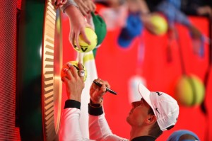 Spain's Rafael Nadal signs his autograph for fans after winning his men's singles quarter-final match against Canada's Milos Raonic on day ten of the Australian Open tennis tournament in Melbourne on January 25, 2017. / AFP / PETER PARKS / IMAGE RESTRICTED TO EDITORIAL USE - STRICTLY NO COMMERCIAL USE (Jan. 24, 2017 - Source: AFP)