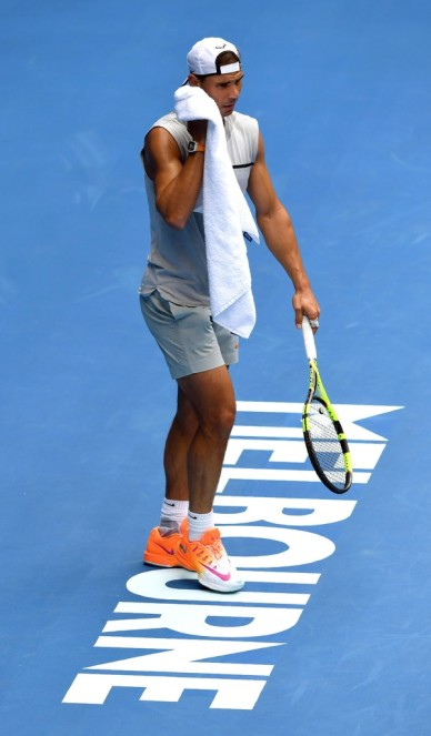 Rafael Nadal of Spain wipes his face during a tennis training session in Melbourne on January 11, 2017..Top players from around the world are arriving in Melbourne in the lead up to the Australian Open from January 16 to 29. / AFP / William WEST / IMAGE RESTRICTED TO EDITORIAL USE - STRICTLY NO COMMERCIAL USE (Jan. 10, 2017 - Source: AFP)