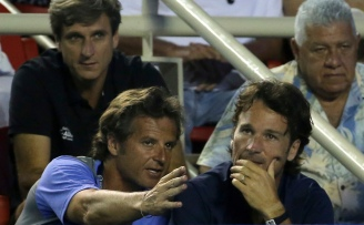 Spain's Rafael Nadal coaching team members Carlos Moya, right, and Francis Roig discuss the match during the final of the Mexican Tennis Open in Acapulco, Mexico, Saturday March 4, 2017. United States' Sam Querrey served 19 aces to pull off a stunning upset beating Spaniard Rafael Nadal 6-3, 7-6 (3). (AP Photo/Enric Marti)