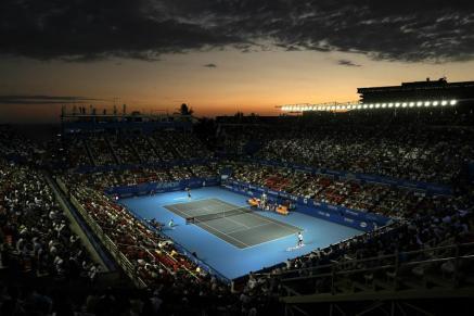 Vista general del encuentro entre el tenista español Rafael Nadal (abajo) y el croata Marin Cilic (arriba) hoy, viernes 3 de marzo de 2017, durante un partido de semifinales del Abierto Mexicano de Tenis, disputado en el puerto de Acapulco (México). José Méndez