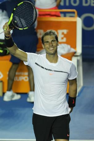 El español Rafael Nadal celebra su victoria ante el alemán Mischa Zverev hoy, 28 de febrero de 2017, en un partido del Abierto Mexicano de Tenis que se desarrolla en el puerto mexicano de Acapulco. EFE/José Méndez
