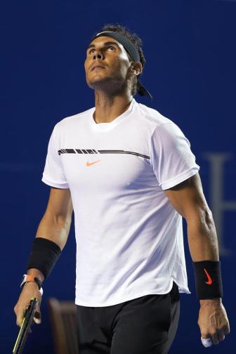 El español Rafael Nadal lamenta al perder un punto ante el estadounidense Sam Querrey hoy, sábado 4 de marzo de 2017, durante la final del Abierto Mexicano de Tenis que se desarrolla en el puerto mexicano de Acapulco. EFE/José Méndez