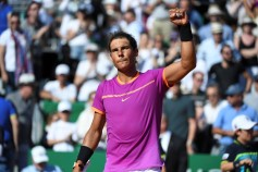 Spain's Rafael Nadal celebrates after victory on German Alexander Zverev after their match at the Monte-Carlo ATP Masters Series tennis tournament on April 20, 2017 in Monaco. / AFP PHOTO / Yann COATSALIOU (April 19, 2017 - Source: AFP)