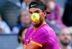 Spanish tennis player Rafael Nadal returns the ball to Austrian tennis player Dominic Thiem during their ATP Madrid Open final match in Madrid, on May 14, 2017. / AFP PHOTO / OSCAR DEL POZO (May 13, 2017 - Source: AFP)