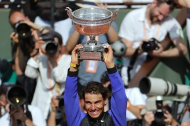 Spain's Rafael Nadal poses with his trophy after winning the men's final tennis match against Switzerland's Stanislas Wawrinka at the Roland Garros 2017 French Open on June 11, 2017 in Paris. / AFP PHOTO / Thomas SAMSON (June 10, 2017 - Source: AFP)