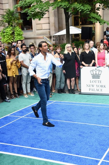 Rafael Nadal plays badminton at the Taste Of Tennis event in New York 2017 (2)