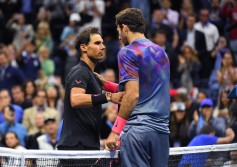 The victor Rafael Nadal of Spain (L) meets Argentina's Juan Martin del Potro at the net following their 2017 US Open Men's Singles Semifinals match at the USTA Billie Jean King National Tennis Center in New York on September 8, 2017. .World number one Rafael Nadal powered into his 23rd career Grand Slam final on Friday, routing Argentina's 24th-seeded Juan Martin del Potro 4-6, 6-0, 6-3, 6-2 at the US Open. / AFP PHOTO / TIMOTHY A. CLARY