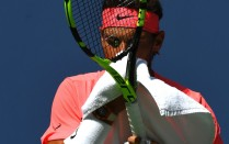 Rafael Nadal of Spain wipes his face while playing Alexandr Dolgopolov of the Ukraine during their Round 4, US Open 2017, Women's Singles match at the USTA Billie Jean King National Tennis Center on September 4, 2017, in New York. / AFP PHOTO / TIMOTHY A. CLARY